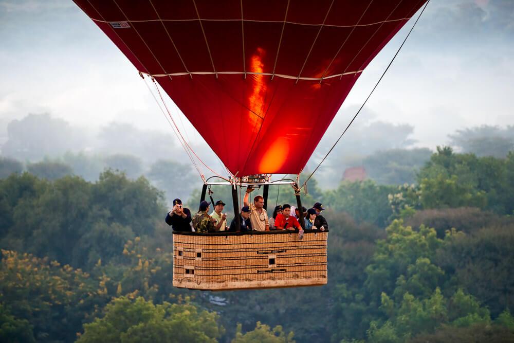 balloon over bagan 2