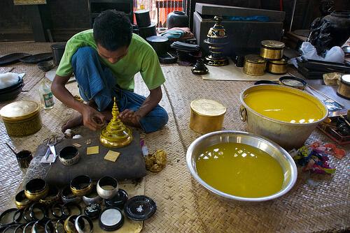Bagan lacquerware washing